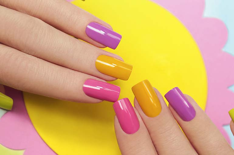 Happy Color Manicure